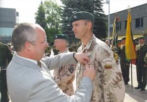 J.Olekas apdovanoja karius grįžusius iš Irako