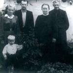 Nuotrauka su tėvais ir seneliais Kamarčagoje prieš išvykstant į Lietuvą