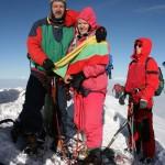 J.Olekas su žmona iškėlę trispalvę virš Momblano